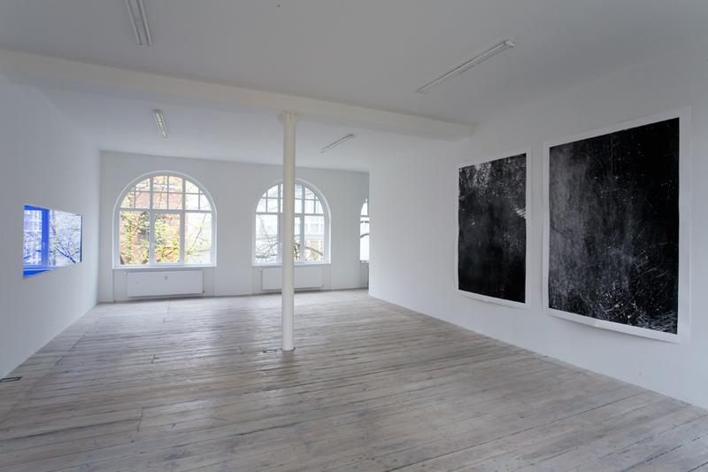 Moritz Hirsch Lookign Glass Exhibition View 2